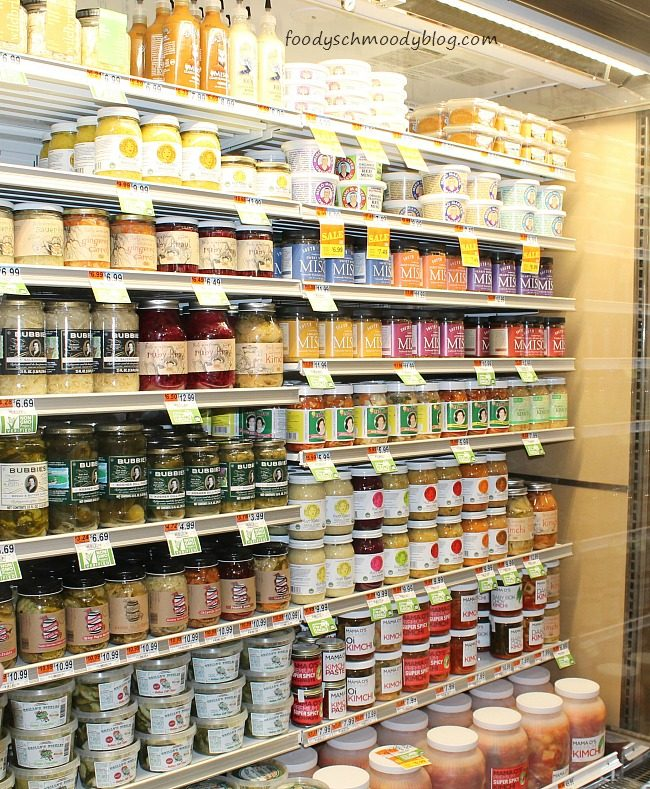 "whole foods four p s of marketing The ""four ps"" of marketing marketers often refer to the ""four ps,"" or the marketing portfolio, as a way to describe resources available to market a product: product."