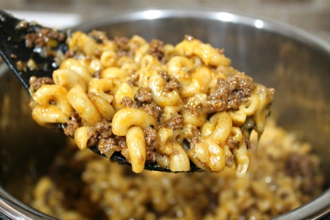 cheeseburger mac in serving spoon