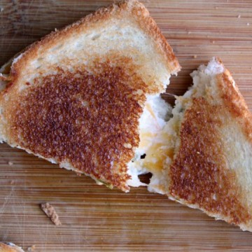 jalapeno-grilled-cheese-pulled-apart