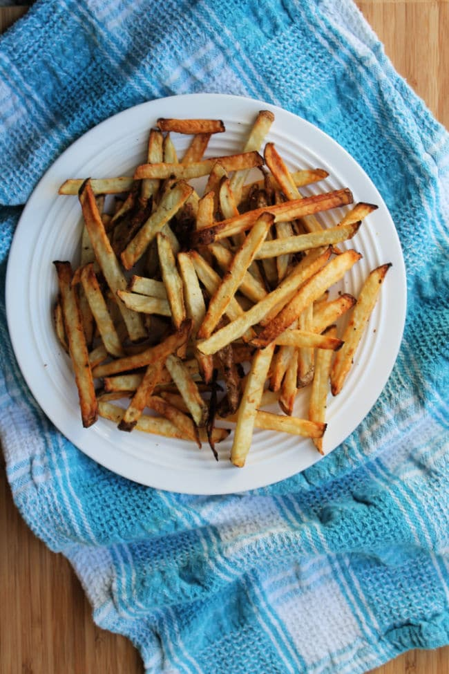 air fryer french fries plated