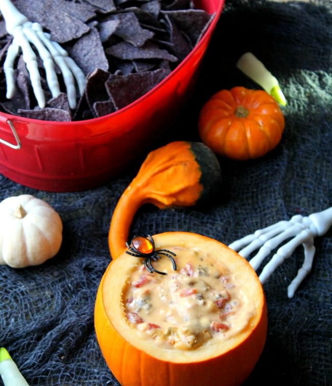 dip in pumpkin with chips